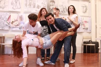 arkhe sanat-kurs fotoğrafları ögrenciler le caravaggio görselleştirmesi
