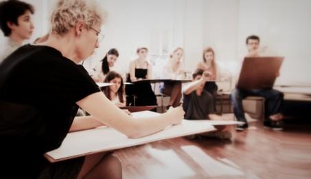 arkhe sanat-kurs fotoğrafları-model ile öğrenciler-2