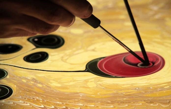 Renklerin Ve Boyaların Suyla Birleşmesinden Oluşan Ebru Sanatının